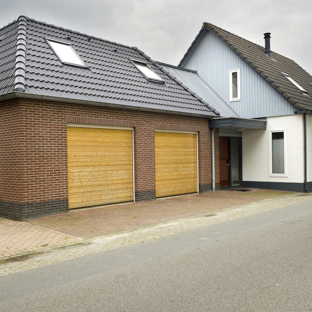 Dubbele garage met hobbyruimte